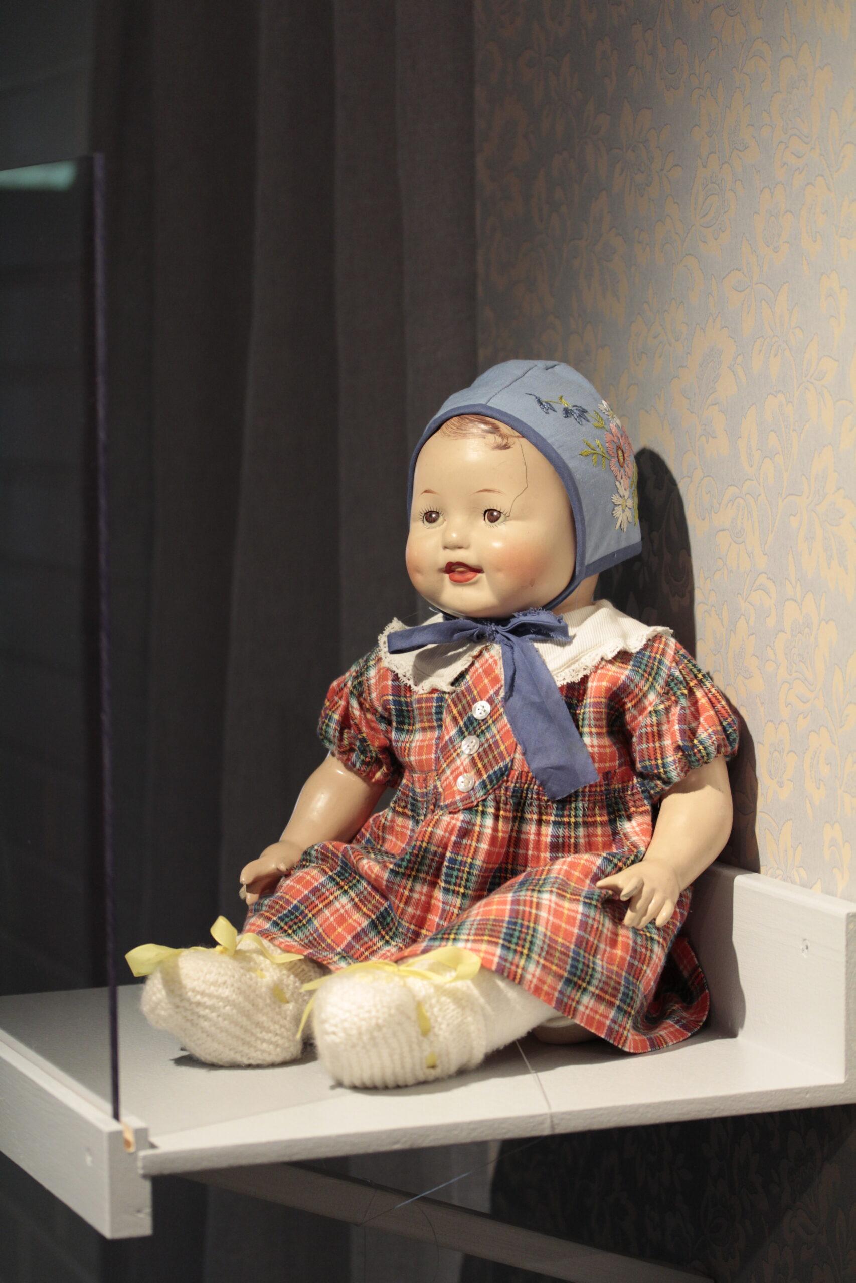 Pipsa-vauvanukke. Kuva: Emil Cedercreutzin museo.