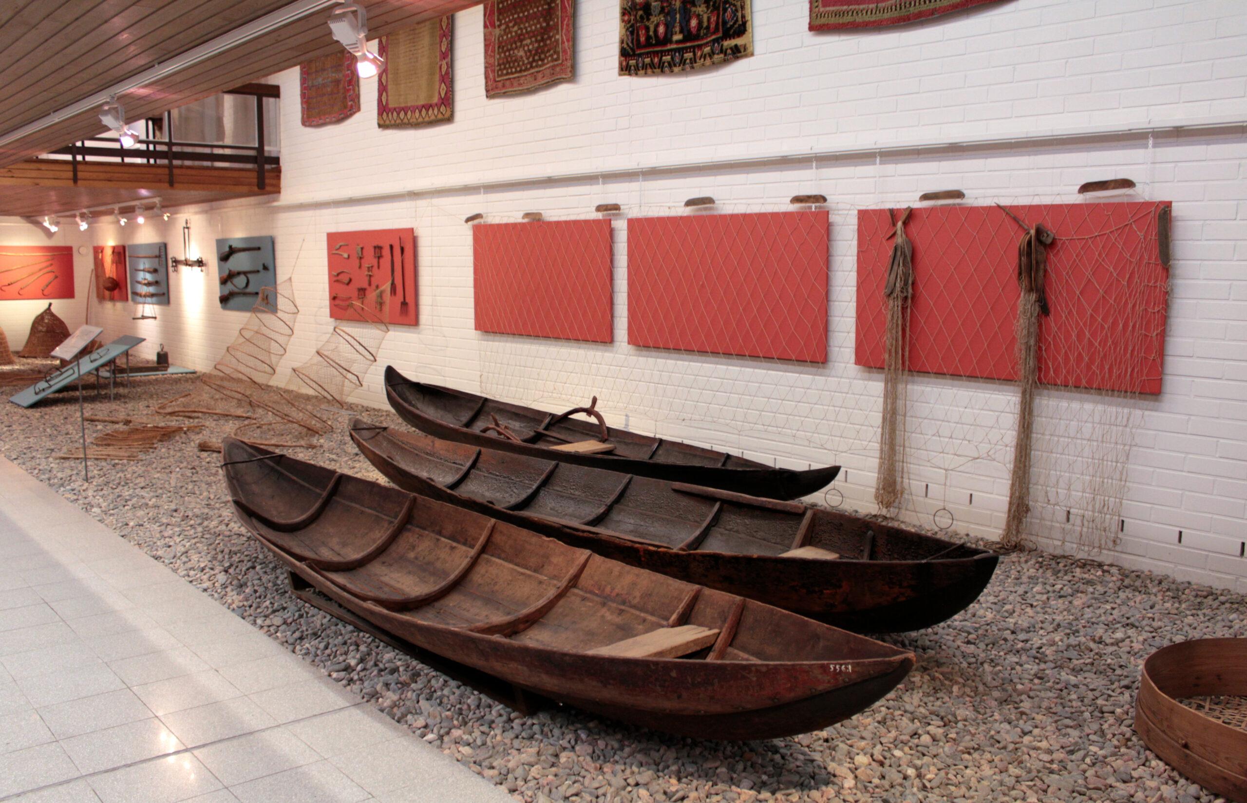 Kuvassa museon kokoelmiin kuuluvia haapioita.